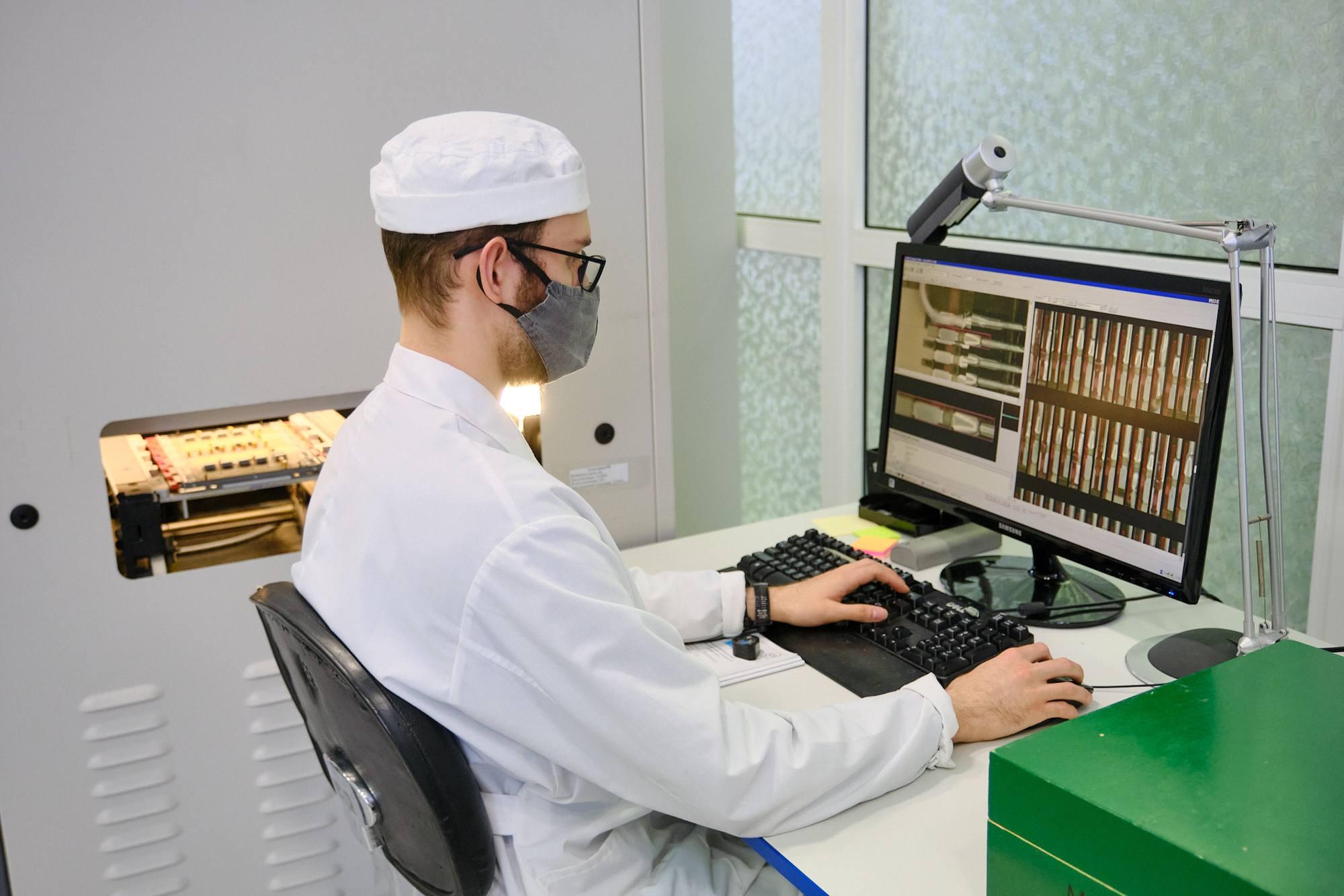 Vérification des circuits électroniques chez NPO Avtomatiki.