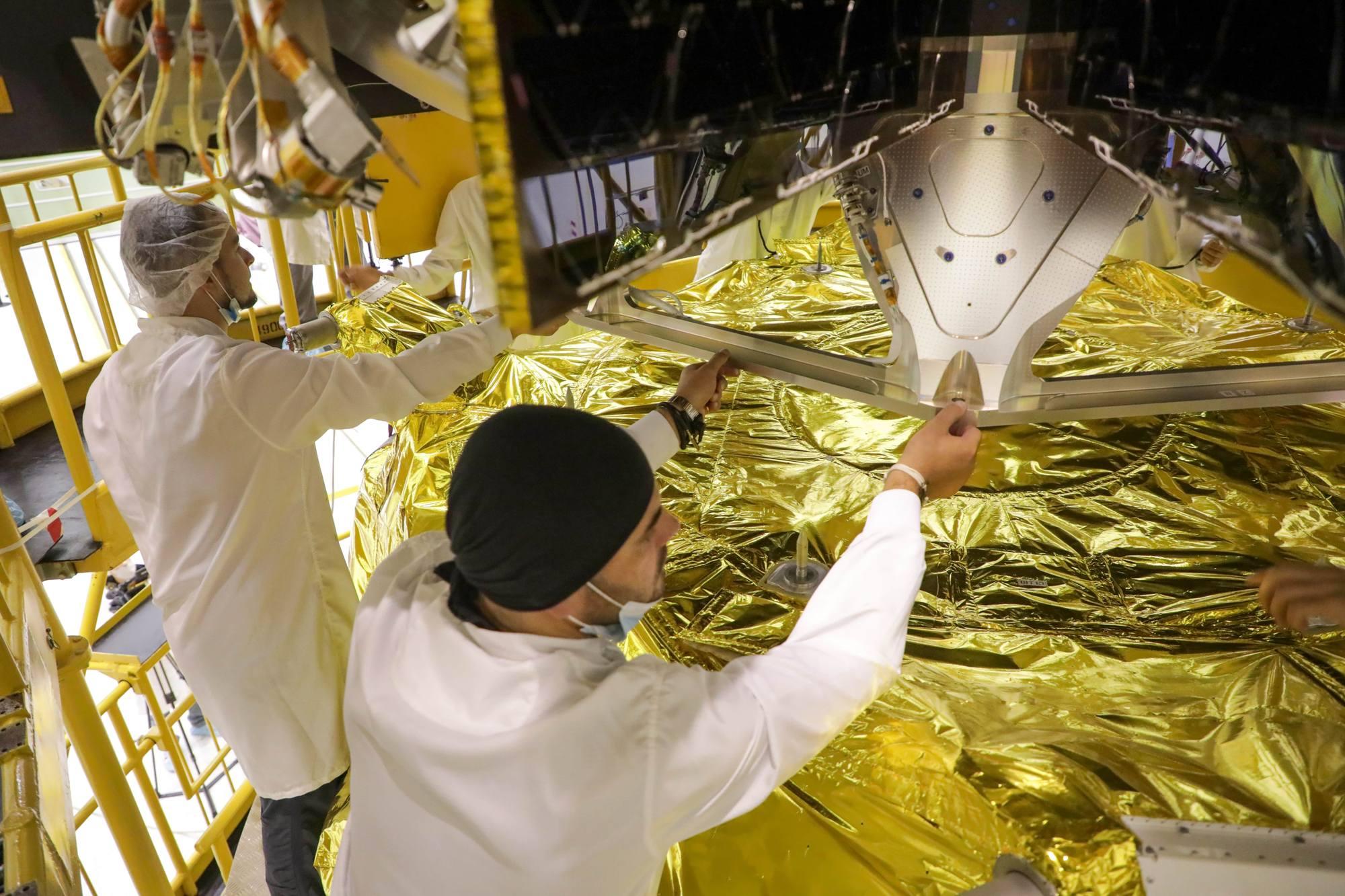 Placement de la grappe de satellites OneWeb sur l'étage Fregat.