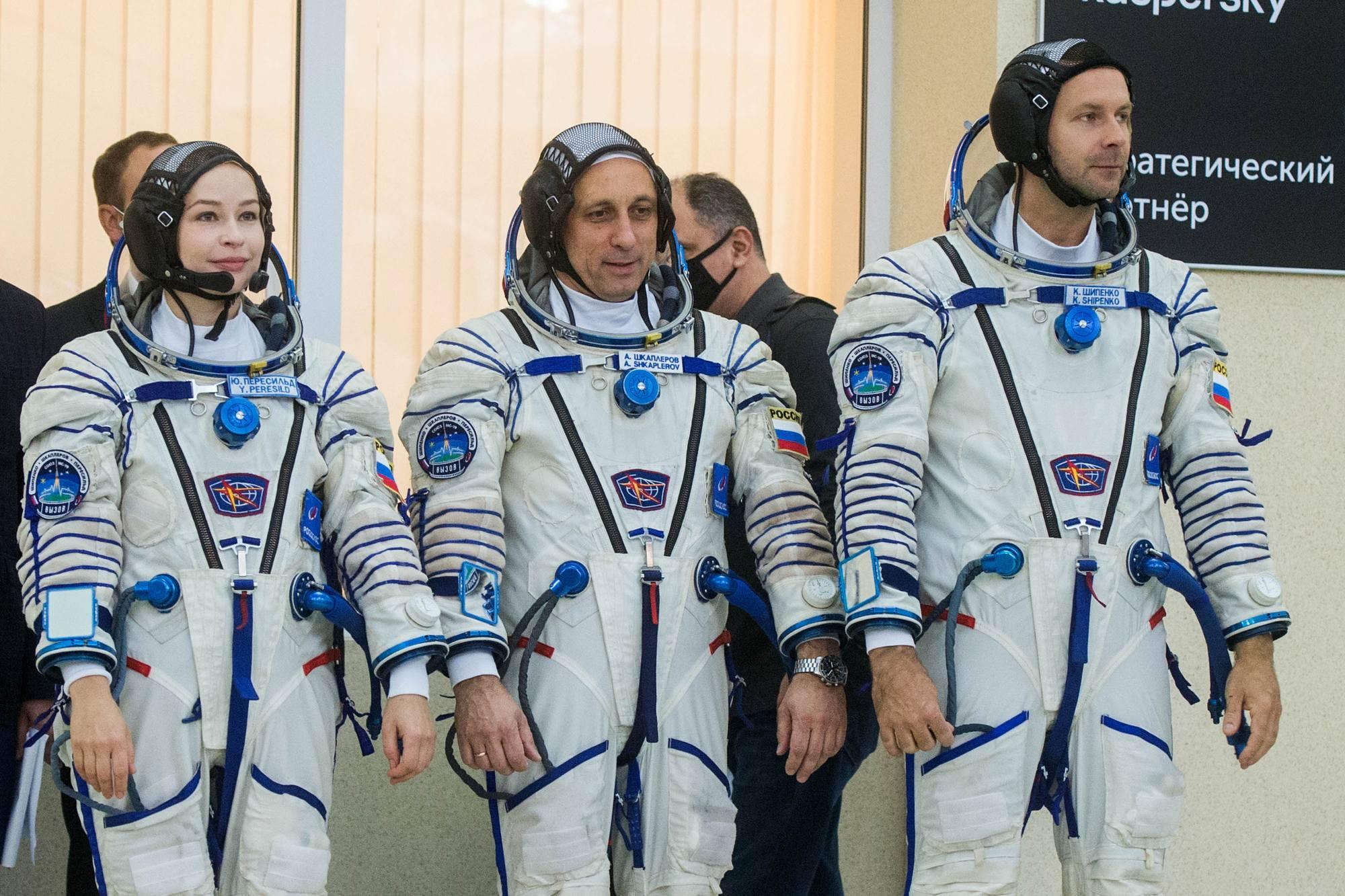 L'équipage principal: Youlia Peresild, Anton Shkaplerov et Klim Shipenko.