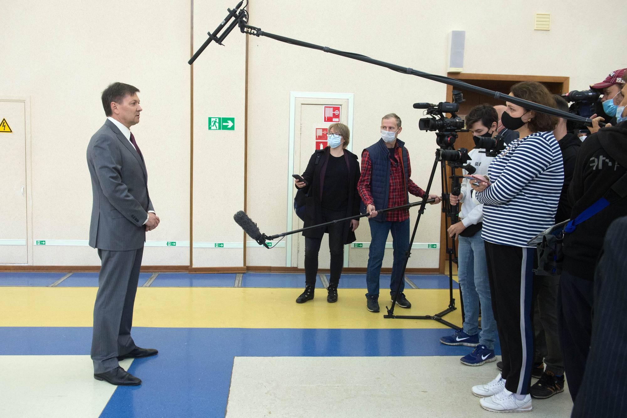 Oleg Kononenko répond aux questions des journalistes.