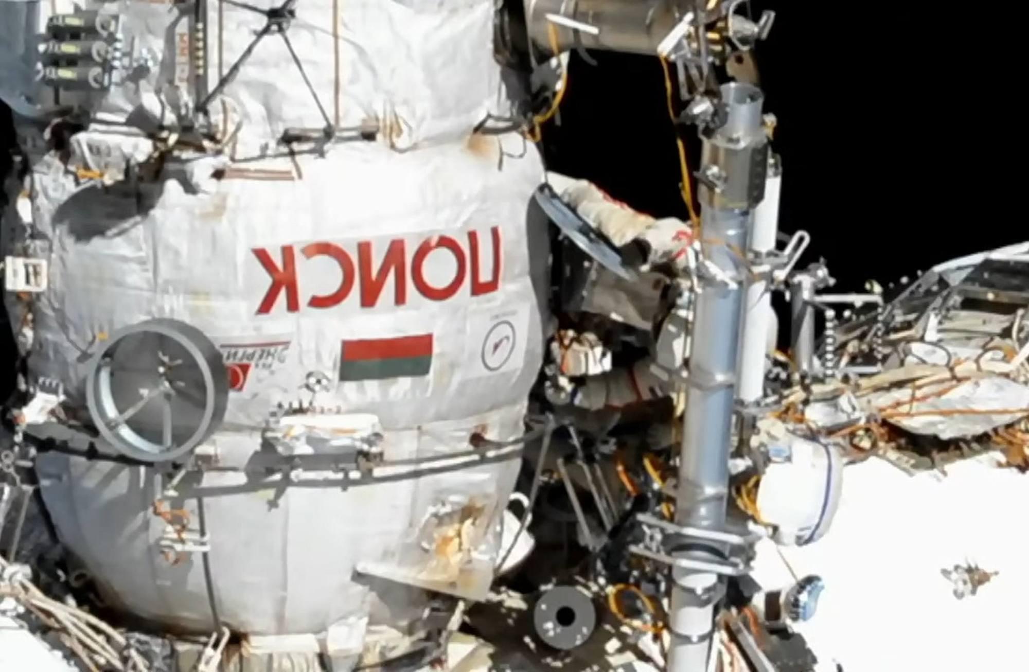 La sortie extra-véhiculaire s'est réalisée à partir du module Poisk.